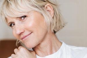 Sérums anti-âge ou médecine esthétique ?
